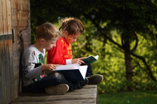 Ein gutes Umfeld, räumlich wie sozial, kann wesentlich dazu beitragen, dass sich Kinder wohlfühlen und auch Spaß am Lernen haben.symbolfoto Berchtold
