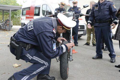 Die Polizeibeamten hatten bei der Schwerpunktkontrolle im Bezirks Feldkirch alle Hände voll zu tun. symbol/stiplovsek