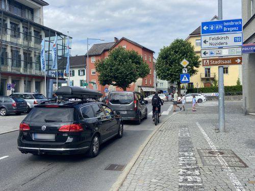Eine Engstelle ist zum Beispiel die Werdenbergerstraße, auf der Fahrradfahrer keine eigene Radspur haben. VN/SUB