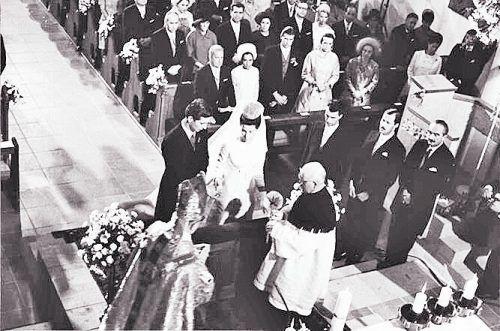 Feierliche Zeremonie: Am 30. Juli 1967 gaben sich der damalige Erbprinz Hans-Adam und Gräfin Marie Kinsky von Wchinitz und Tettau in der katholischen Stadtpfarrkirche St.Florin zu Vaduz das Jawort.Hans-Adam übernahm 1989 nach dem Tod seines Vaters, Franz Josef II., die Amtsgeschäfte.
