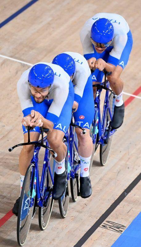 Filippo Ganna führte Italien mit einem starken Finish zu Gold.APA