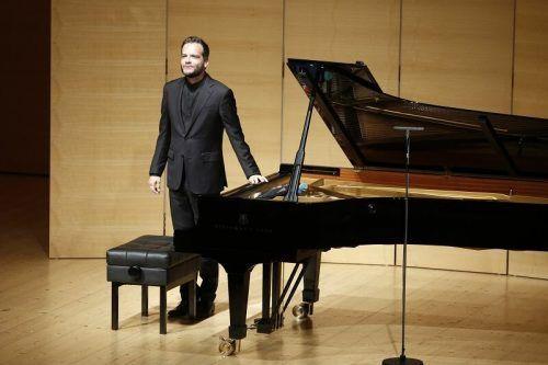 Francesco Piemontesi bot eine in sich ruhende, abgerundete, schlicht vollendete Schubert-Interpretation. Schubertiade