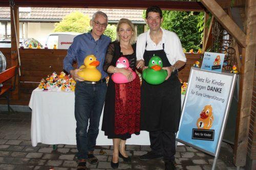 Gemeinsam sammelten Quadro Ernst und Martina und Roland Vith (Rankweiler Hof) wieder Spenden für den Verein Netz für Kinder.VN/TK