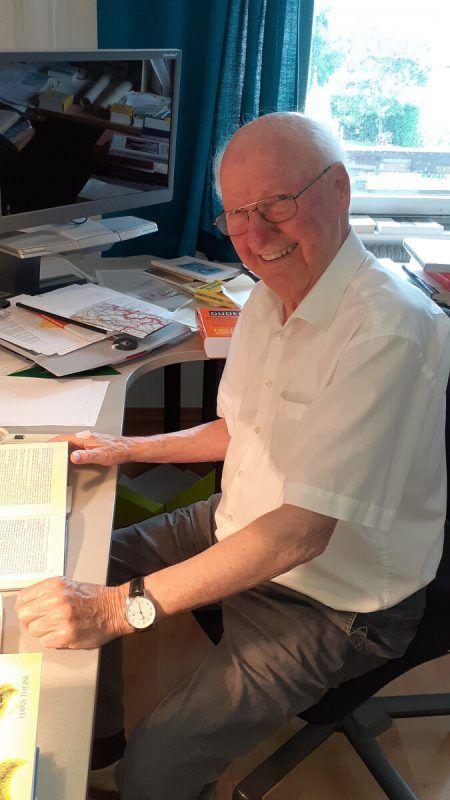 Hans Thöni wurde vor Kurzem 90 Jahre alt. Der in Ludesch lebende Pensionist hat besonders viel über seine Heimat St. Anton a. A. geschrieben und publiziert.Otto Schwald