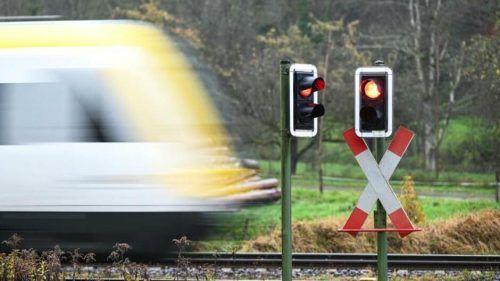 Im Allgäu ist der Nah- und Fernverkehr bis Dienstag beeinträchtigt. dpa