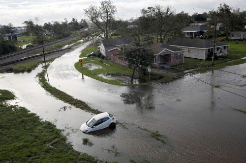 """Im US-Staat Louisiana sind wegen Hurrikan """"Ida"""" viele Gebiete überflutet, über eine Million Haushalte haben keinen Strom. reuters"""