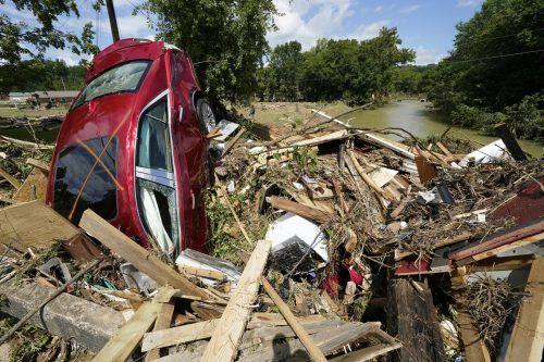 In Waverly wurden Autos und Häuser mitgerissen. AP