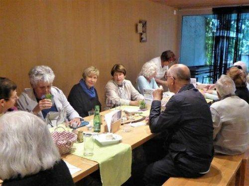 Interessante Führung für die Schwarzacher Senioren. sb Schwarzach
