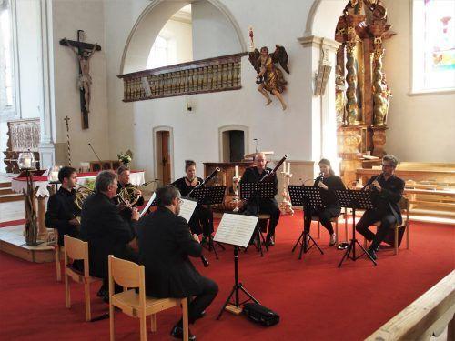 Jeder einzelne Wiener Symphoniker ist hier ein Solist und freut sich, einmal aus dem Kollektiv des Orchesters auszubrechen. ju