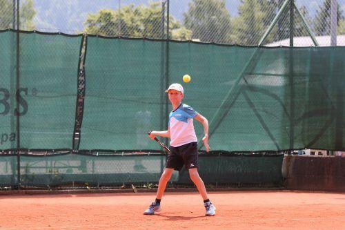 Jonas Rüscher steht bei der Juniors-Tour in Bludenz in Runde zwei.TCB