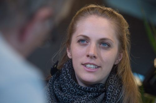Kira Grünberg musste auch erst lernen, mit der neuen Lebenssituation zurechtzukommen. Jetzt versucht sie, auch andere aufzurichten.vn