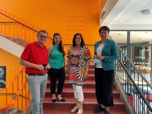 Landtagsvizepräsidentin Monika Vonier und LAbg. Christoph Thoma besuchten die Sommerschule in der Volkshochschule Bludenz.Bitsche