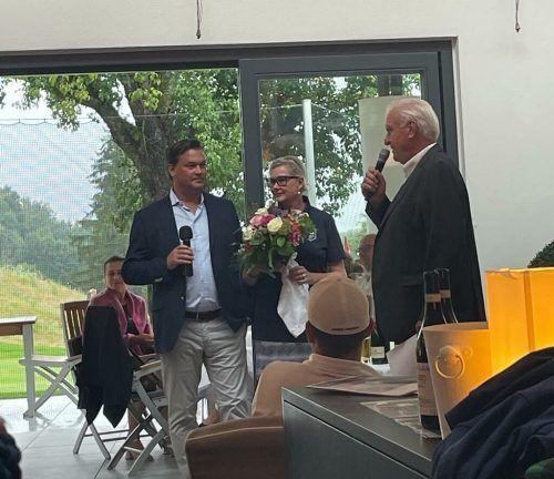 Lindaus Klubpräsident Werner Karg (r.) nahm zusammen mit Ingrid und Mario Kmenta die Siegerehrung vor.js
