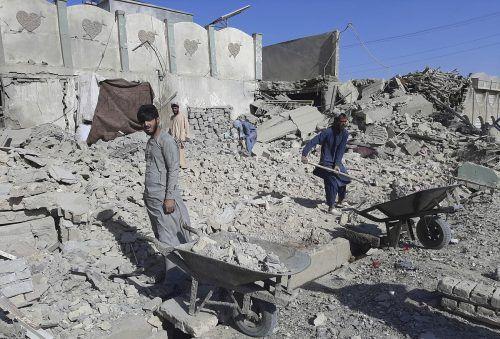 Luftangriffe in der Provinz Helmand im Süden Afghanistans: Eine Klinik und eine Schule wurden zerstört.AP