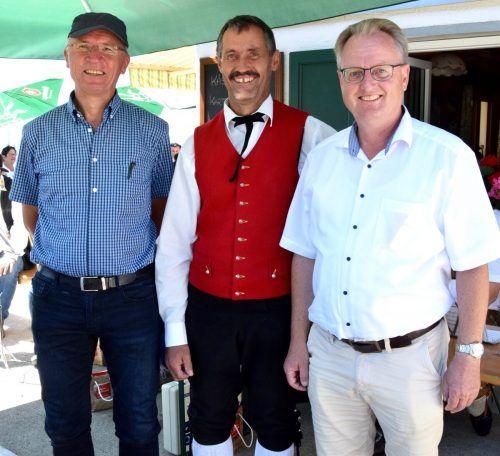 Markus Felbermayer (organisatorischer Leiter des Musikfestivals Montafoner Resonanzen), Musikant Florian Dönz (Harmoniemusik Bartholomäberg) und Bgm. Martin Vallaster.SCO