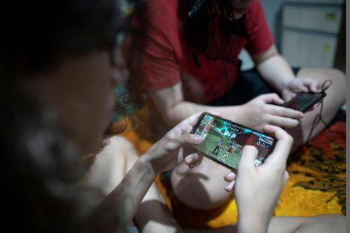 Millionen Menschen verbringen ihre Zeit mit Computerspielen. afp