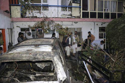 Mit einem US-Drohnenangriff auf ein mit Sprengstoff beladenes Auto konnte gestern ein Anschlag beim Flughafen Kabul verhindert werden . AFP