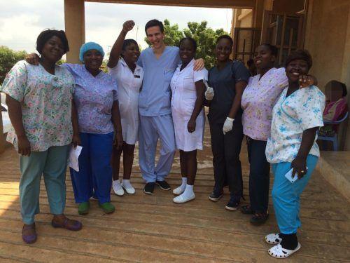 Elija Jenny arbeitete diesen Sommer bereits zum zweiten Mal in einem Krankenhaus in Accra ehrenamtlich mit.Privat