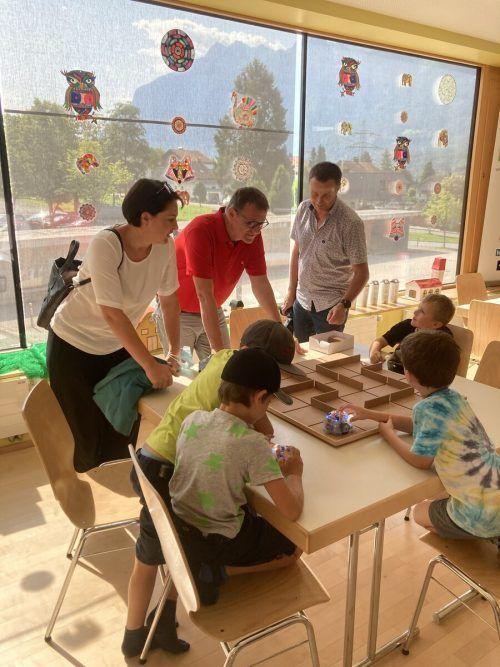Monika Vonier und Christoph Thoma beobachteten die Kinder beim Spielen.