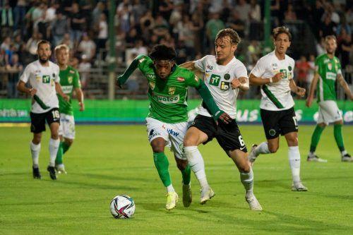 Muhammed Cham Saracevic war der beste Mann auf dem Feld und führte mit seinem Traumfreistoß Austria Lustenau zum 2:1-Derbysieg über Wacker Innsbruck.gepa