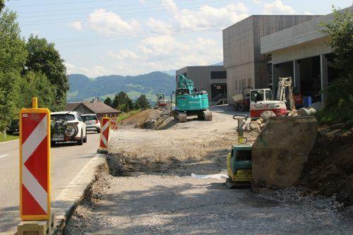 Nach Abschluss der Bauarbeiten für den Gewerbepark R 200 in Alberschwende-Reute wird jetzt die Landesstraße 200 adaptiert.