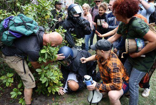 Nach dem Verbot mehrerer Demonstrationen in Berlin kames zu Auseinandersetzungen zwischen Protestierenden und der Polizei. RTS