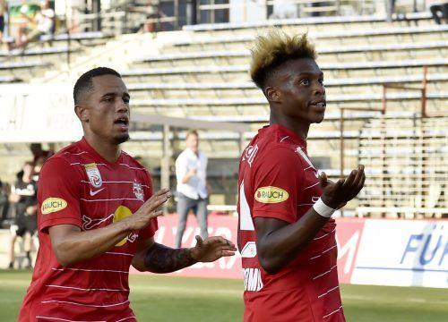 Noah Okafor und Junior Adam wollen gegen Dänemarks Meister wieder jubeln.apa