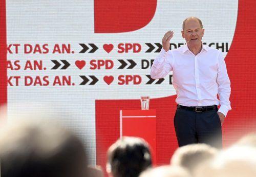 Olaf Scholz liegt in der Kanzlerfrage an erster Stelle. Auch in den Wahlumfragen holt die SPD wieder auf. AFP