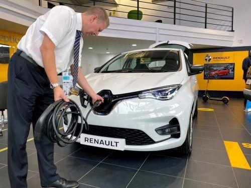 Renault verstärkt Hybrid-Anstrengungen und kooperiert mit Geely. Reuters