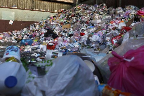 Rund 26 Millionen Tonnen Plastikmüll verunreinigen die Welt. reuters