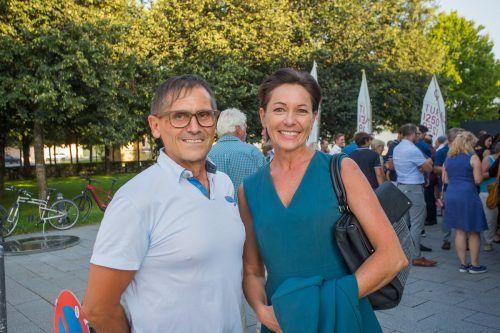Sport-Landesrätin Martina Rüscher und VN-Sportchef Christian Adam.