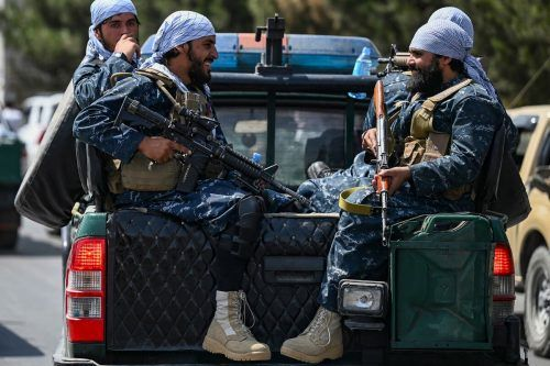 Taliban als neue Machthaber in Afghanistan halten sich (noch) an die mit den USA vereinbarte Feuerpause. AFP