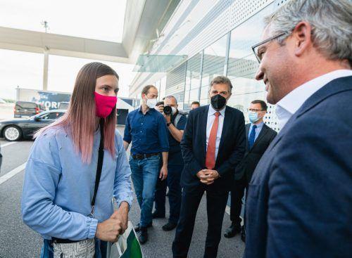 Timanowskaja wurde in Wien von Staatssekretär Magnus Brunner in Empfang genommen. APA/BKA/FLORIAN SCHRÖTTER, AP