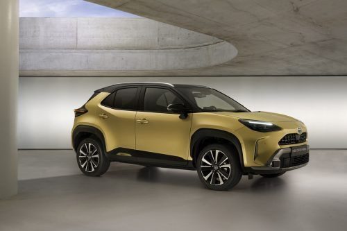 Toyota Yaris: Die Crossversion ist nagelneu, ein Vollhybrid mit 116 PS Systemleistung und optionalem Allradantrieb. Der Preis: ab 30.810 Euro.