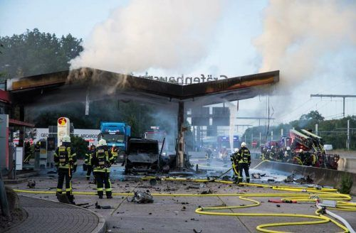 Trotz der schnellen Reaktion brannte die Tankstelle lichterloh.Betreiber