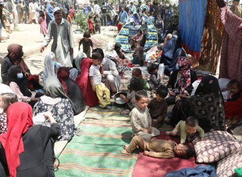 Vertriebene Familien suchen Zuflucht in einem Kabuler Park. Reuters