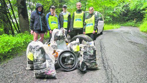 Vorbildarbeit für ein Naturerlebnis ohne Abfälle: Helferinnen im Einsatz bei Egg-Großdorf. ASV