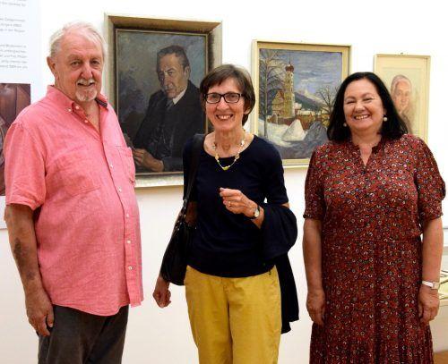 Werner Hämmerle, Brigitte Jehly und Olga Pircher besuchten die Ausstellung. SCO