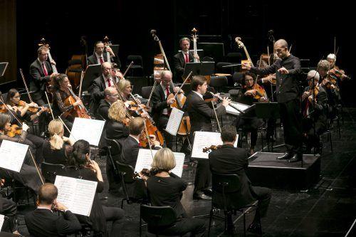 Wiener Symphoniker unterOmer Meir Wellber mit dem Oboisten Ramòn Ortega Quero. BF/Mathis