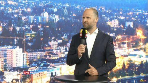"""Wirtschaftslandesrat Marco Tittler im Studio von """"Vorarlberg live""""."""