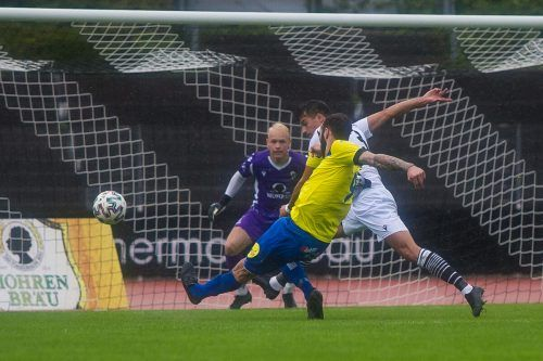 Wolfurts Aleksandar Umjenovic (Nummer neun) gelangen gegen SWB zwei Treffer.Steurer