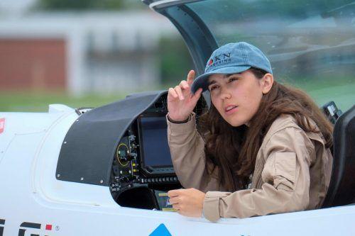 Zara Rutherford will als bislang jüngste Frau alleine um die Welt fliegen. AFP