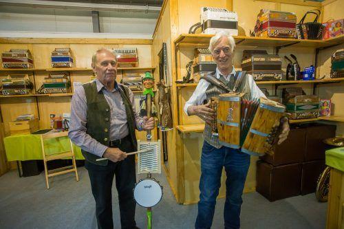 70 Arbeitsstunden und 2500 Bauteile braucht es für eine steirische Ziehharmonika. Die Gebrüder Josef (73) und Franz Parz (74) sind seit 30 Jahren auf der Herbstmesse vertreten.