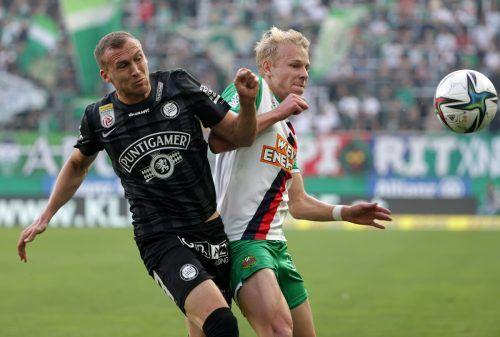 Abfangjäger Lukas Jäger kümmerte sich erfolgreich um Rapids Marco Grüll.gepa
