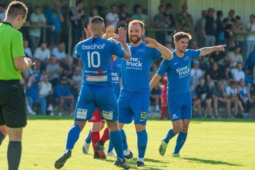 Admira Dornbirn bleibt das Sensationsteam der VN.at-Eliteliga. Nach dem 2:0-Sieg über den FC Wolfurt lachen die Messestädter von der Tabellenspitze.stiplovsek