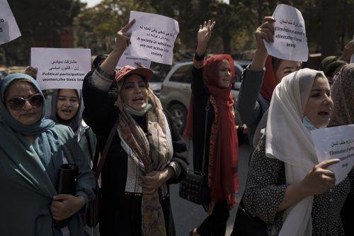 Afghanistan Frauen leiden besonders unter den Taliban. Man müsse vor Ort helfen.
