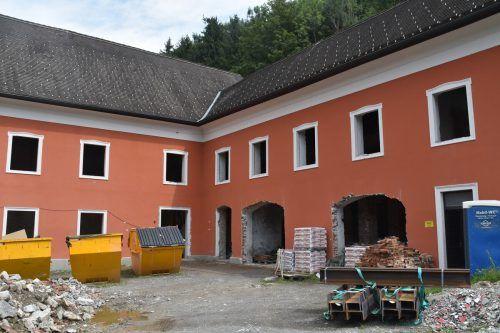 Aktuell laufen umfangreiche Sanierungsarbeiten am denkmalgeschützen Gebäude. Schuler