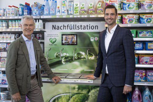 Alain Bauwens, Planet-Pure-Geschäftsführer und Christian Freischlager, dm-Ressortleiter für Marketing und Einkauf. dm
