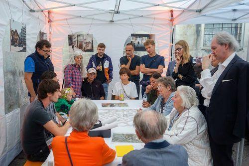 An Thementischen wurde über Stadtstruktur, Freiraum, Mobilität diskutiert.