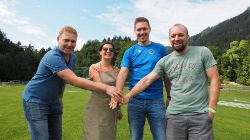 Andreas Egger (Feuerwehr), Ines Hartmann (Broteinheit), Daniel Egger (Sportverein) und Florian Mähr (Funkenzunft) haben mit ihren Vereinen mitgearbeitet. EGLE